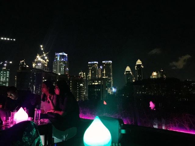 rooftop bar terjangkau-amber