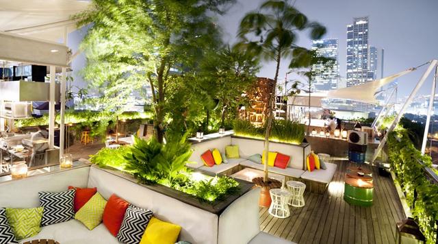 rooftop bar terjangkau-awan lounge